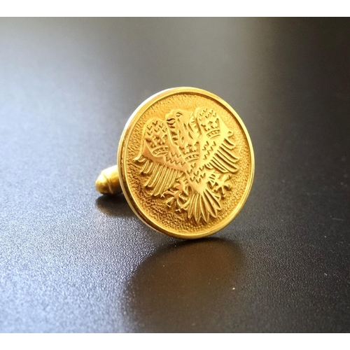 10 - SINGLE NINE CARAT GOLD CUFFLINK decorated with an eagle, approximately 6.4 grams...