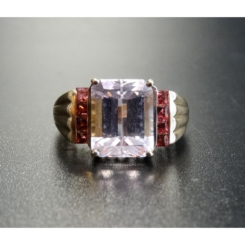 28 - PALE AMETHYST AND PINK GEM SET DRESS RING the central emerald cut amethyst flanked by a vertical row...