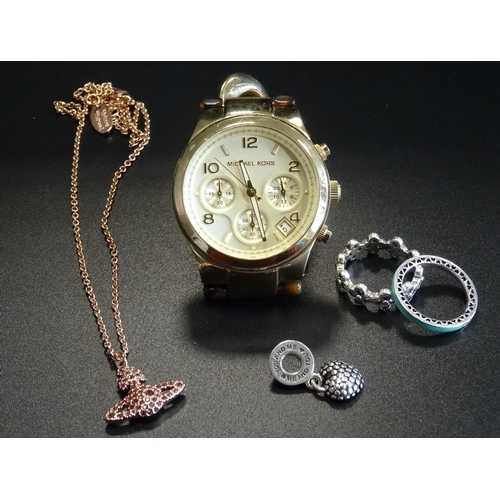 40 - SELECTION OF FASHION JEWELLERY comprising a Michael Kors wristwatch, MK-4222; two Pandora silver rin...