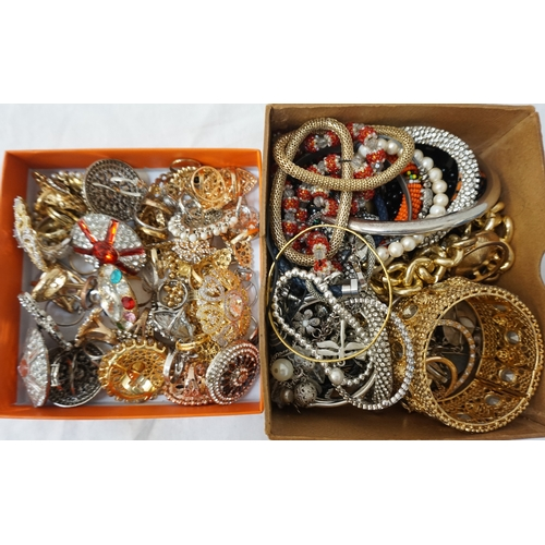 55 - LARGE SELECTION OF SILVER AND OTHER RINGS together with a selection of costume jewellery including b...