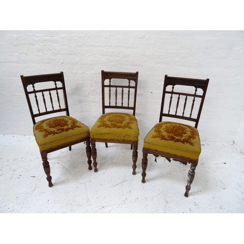 525 - SET OF SIX EDWARDIAN MAHOGANY DINING CHAIRS each with a carved top rail and spindle back above a stu...