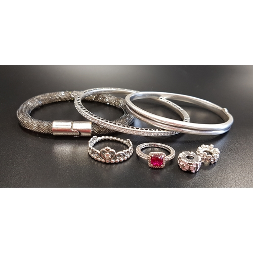 11 - SELECTION OF FASHION JEWELLERY comprising a Links of London silver hinged bangle, a Pandora Radiant ...