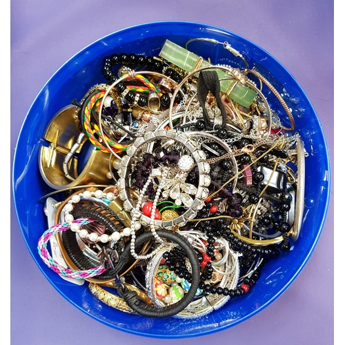 30 - SELECTION OF COSTUME JEWELLERY including bangles, bracelets, necklaces, pendants, cufflinks, earring...