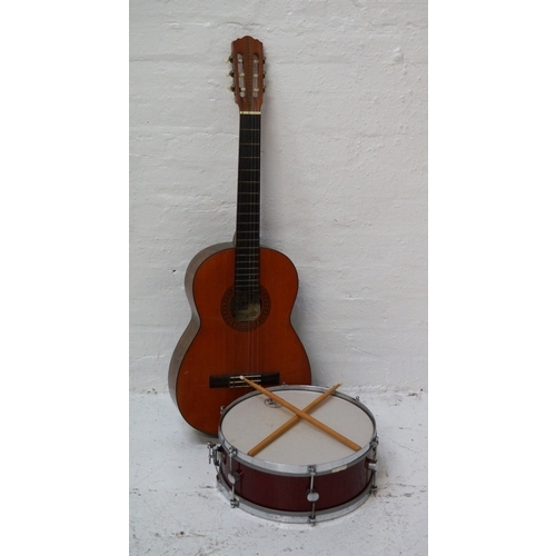 285 - SUZUKI ACOUSTIC GUITAR number 3065; together with a Gigster snare Drum with an Evans Uno 58 1000 dru...