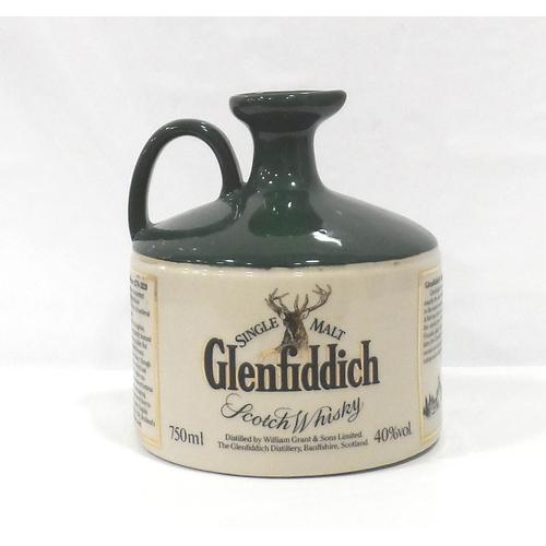 23 - GLENFIDDICH HERITAGE RESERVE ROBERT THE BRUCE An older decanter of the Glenfiddich Heritage Reserve ...