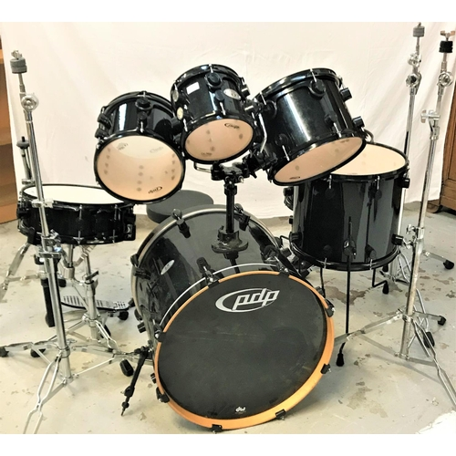 414A - PDP X7 DRUM SET all maple with a black gloss finish, comprising seven drums, double foot peddle and ...