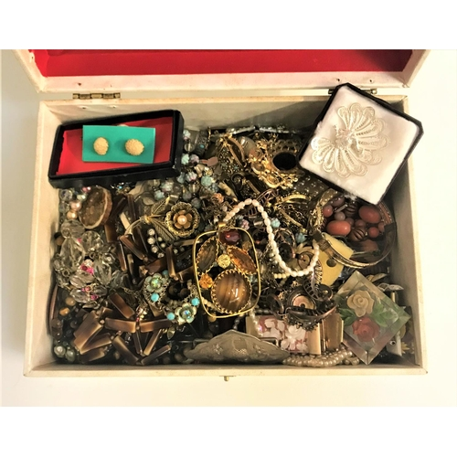 42 - GOOD SELECTION OF VINTAGE COSTUME JEWELLERY including a filigree peacock brooch, crystal and other b...