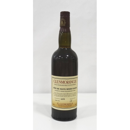 690 - GLENMORANGIE 25YO COTE DE NUITS WOOD FINISH As hen's teeth go even this one is rare!  A great bottle...