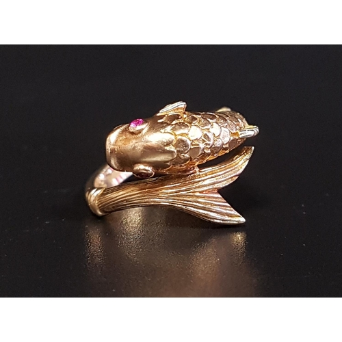 22 - ATTRACTIVE NINE CARAT GOLD FISH DECORATED RING the twist design ring with detailed fish body and tai...