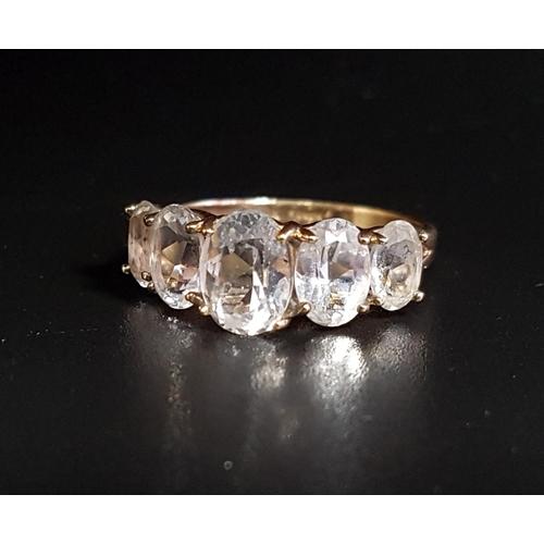16 - GRADUATED QUARTZ FIVE STONE RING the oval cut quartz gemstones on ten carat gold shank, ring size P...