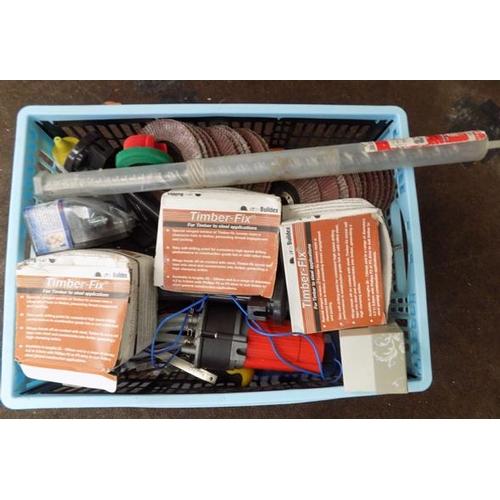 495 - Basket of mixed DIY tools...
