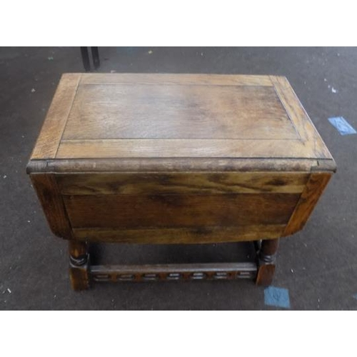 516 - Small charm drop leaf table...