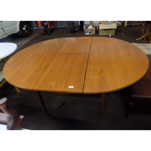 528 - Extending dining table...