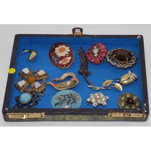 1143 - Selection of vintage brooches...