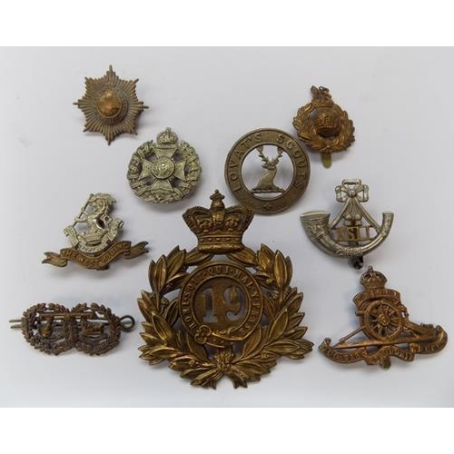 20 - A collection of genuine WWI & WWII era British military cap badges...