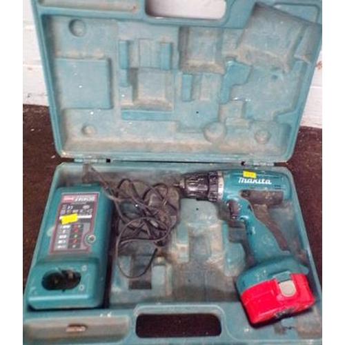 486 - Makita drill, charger & case w/o...