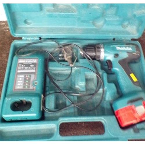 487 - Makita drill, charger & case w/o...