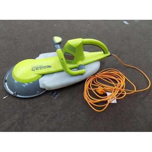 490 - Garden Groom tool - W/O...