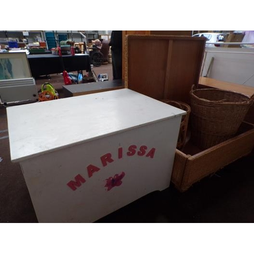 513 - Joblot of wicker baskets, storage chest & large toy box...
