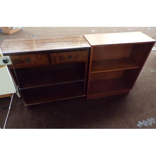 516 - 2 small bookcases...