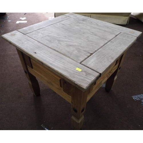 522 - Small pine table...
