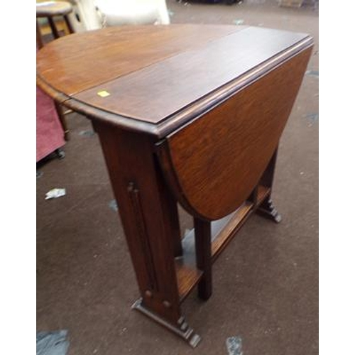 525 - Small oak drop leaf table, vintage...