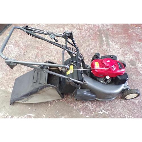 495 - Honda petrol lawn mower, as new, W/O...