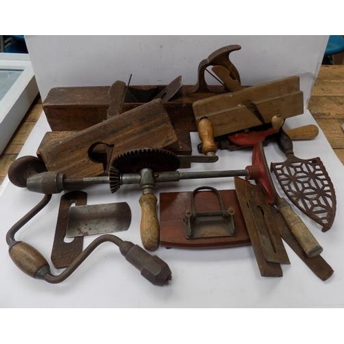 496 - Selection of vintage tools...