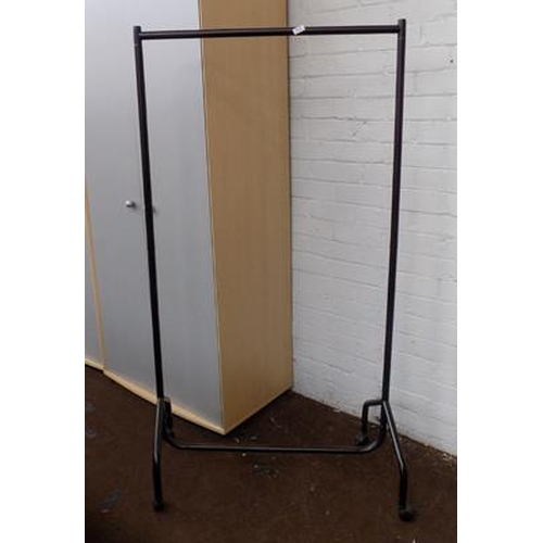 520 - Clothes rail...