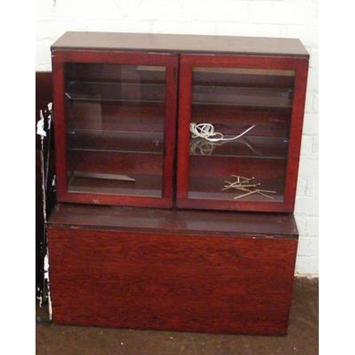 501 - Selection of display cabinet shelves etc......