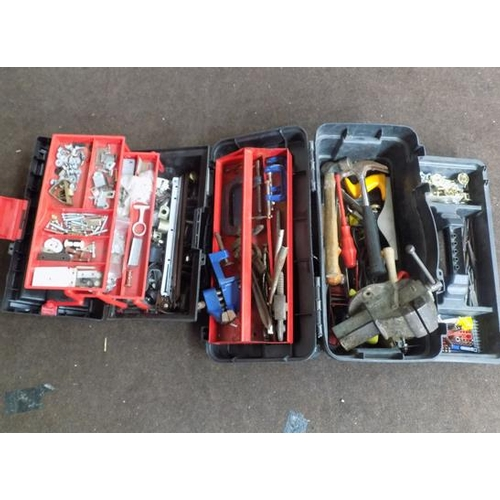 496 - Large collection of tools, incl. 2 cases + bench vice...
