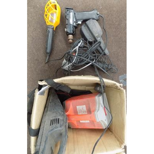 482a - Box of 12v worklights, vac & other accessories...