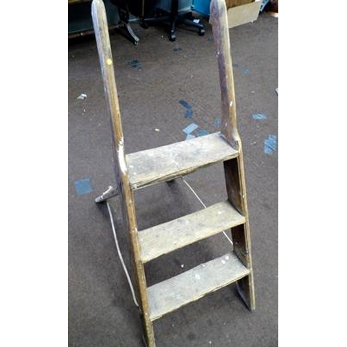 484 - Three rung vintage step ladder...