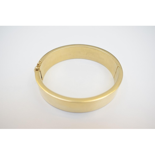 17 - 14ct Non-hallmarked Plain Bangle . Total Weight 34.60g...