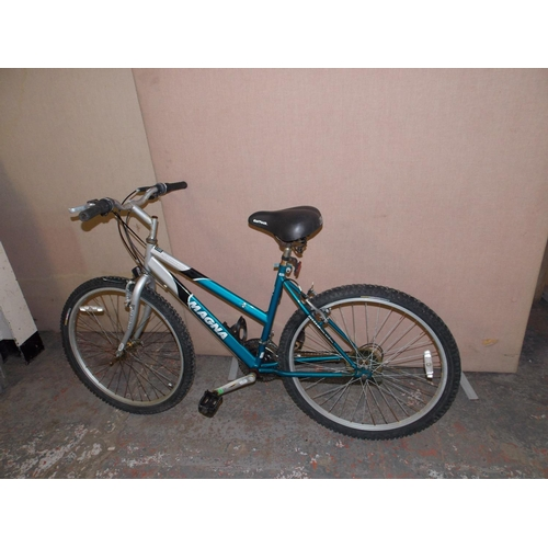 2 - A GREEN AND GREY MAGNA SARARA LADIES MOUNTAIN BIKE WITH QUICK RELEASE FRONT WHEEL, GELTECH SADDLE AN...