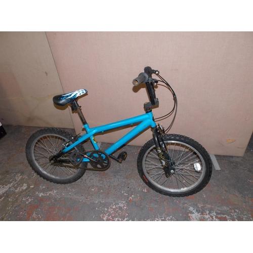4 - A BLUE MAGNA BOYS BMX...