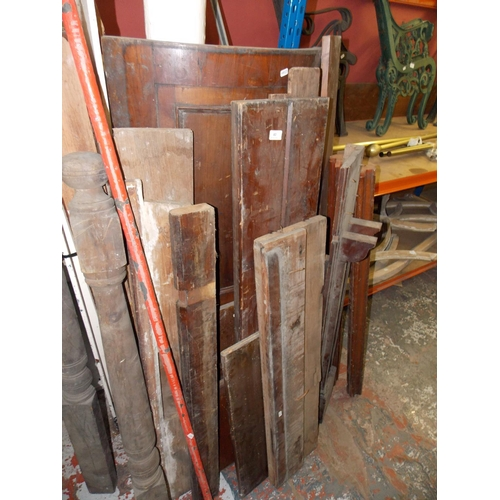 40 - A LARGE SELECTION OF WOOD PANELING AND SPARE PARTS...