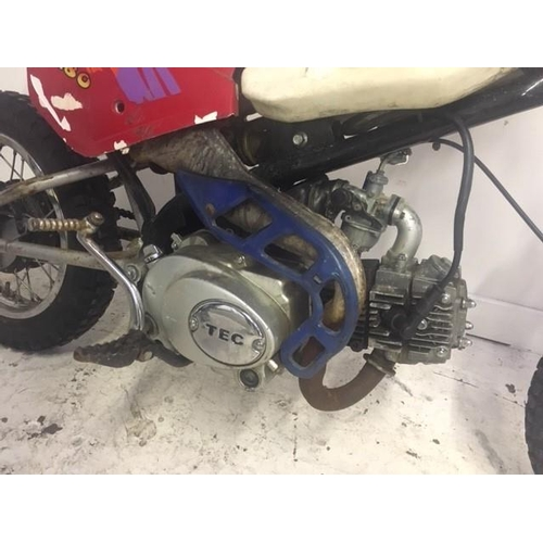 16 - A RED AND WHITE TEC 4 STROKE CHILDS OFF ROAD MOTORBIKE (RUNNING BUT NEEDS ATTENTION)...