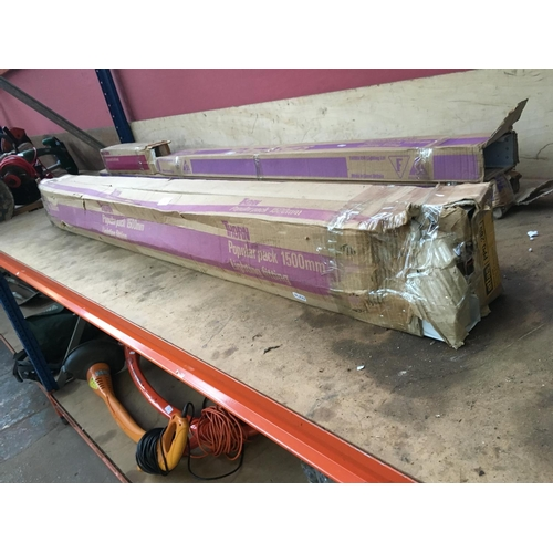 28 - TWO BOXED NEW THORN FLUORESCENT LIGHTS BOTH MEASURING APPROX 5ft 10in...