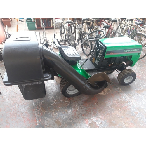 18 - A GREEN MOWMASTER RIDE ON TRACTOR LAWN MOWER WITH 11HP BRIGGS AND STRATTON ENGINE - PULL START (W/O)...