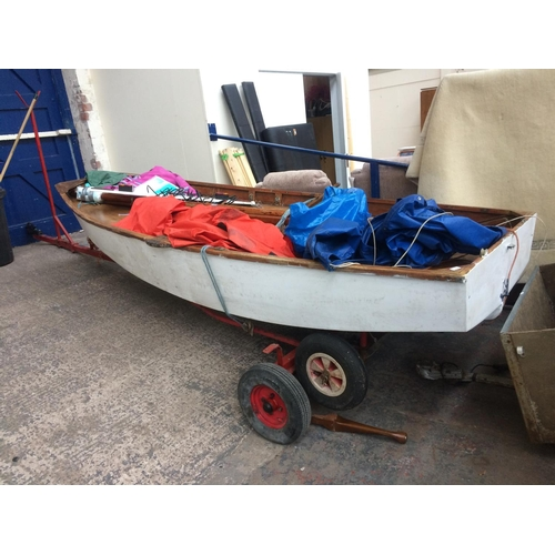 31 - A GOOD QUALITY WOOD AND FIBREGLASS 11' x 5' SAILING BOAT WITH MAST, SAILS, OAR, TILLER, AND LIFE JAC...