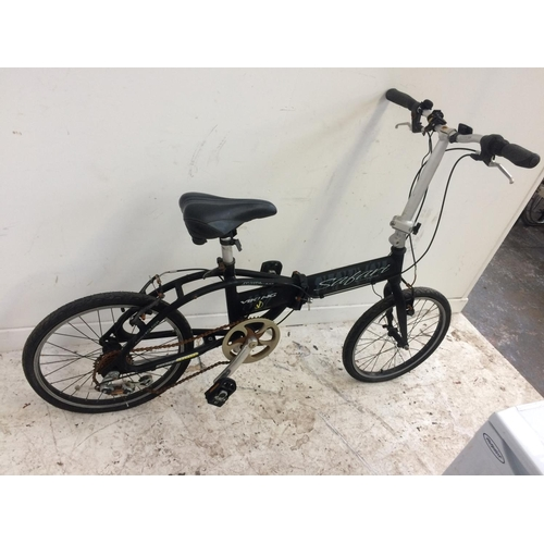 5 - A BLACK VIKING SAFARI FOLDING BICYCLE WITH 6 SPEED SHIMANO GEAR SYSTEM...