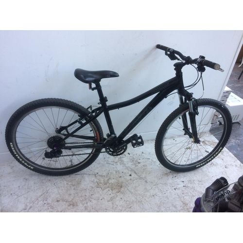 13 - A BLACK SPECIALISED UNISEX MOUNTAIN BIKE WITH FRONT SUSPENSION, QUICK RELEASE WHEELS AND 24 SPEED SR...