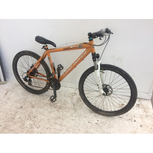 11 - AN ORANGE LAND ROVER G4 CHALLENGE GENTS MOUNTAIN BIKE WITH QUICK RELEASE WHEELS, TWIN DISC BRAKES AN...
