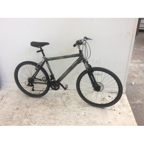 14 - A GREY RALEIGH VERMONT GENTS MOUNTAIN BIKE WITH FRONT SUSPENSION, FRONT DISC BRAKE, QUICK RELEASE FR...