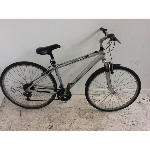10 - A GREY APOLLO CROSS TRACK HYBRID BIKE WITH FRONT SUSPENSION, QUICK RELEASE FRONT WHEEL AND 21 SPEED ...