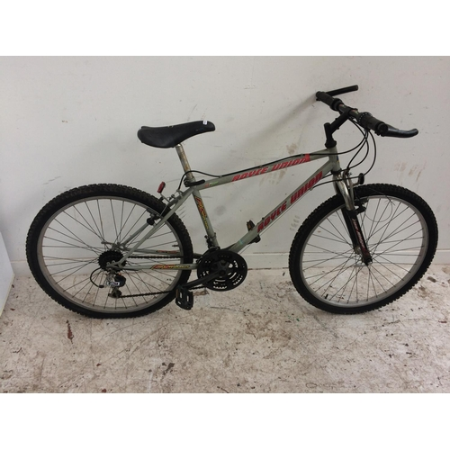 13 - A GREEN ROYCE UNION GENTS MOUNTAIN BIKE WITH FRONT SUSPENSION, QUICK RELEASE WHEELS AND 21 SPEED SHI...