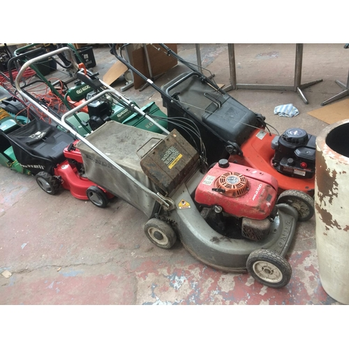 139 - A GREY AND RED HONDA HR2160 PETROL LAWN MOWER WITH GRASS COLLECTOR (W/O)...