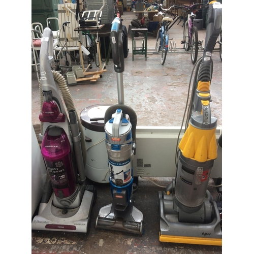 167 - A BLUE AND GREY VAX AIR CORDLESS LIFTOUT UPRIGHT BAGLESS VACUUM CLEANER (W/O)...