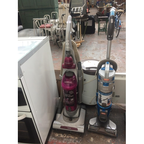 168 - A PURPLE AND GREY ELECTROLUX GAZELLE UPRIGHT BAGLESS VACUUM CLEANER (W/O)...